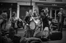 fanfare-rue-henri-monnier-paris-1