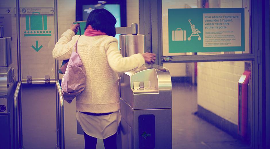 traverser-portique-metro-paris